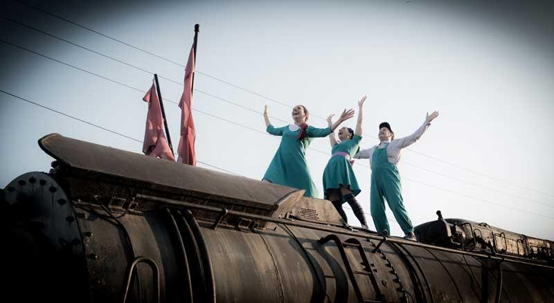 Τα Παιδιά που Βλέπουν τα Τρένα… να Πετούν!