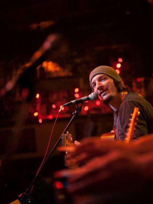 Δημήτρης Λάιος: από τα blues στην παράδοση